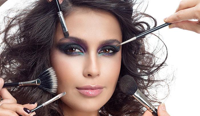 آماده سازی آرایش صورت در آرایشگاه