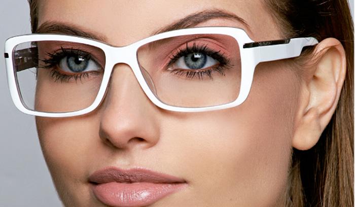 نکات مهم آرایش چشم خانم های عینکی در آرایشگاه