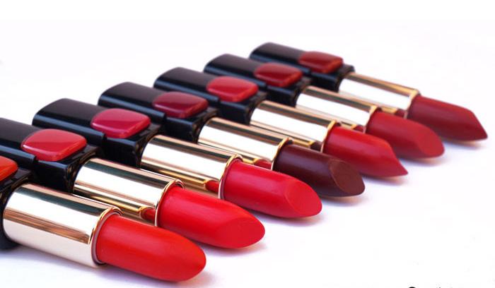 آرایش رژ لب قرمز