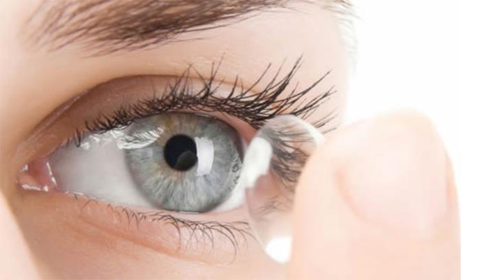مضرات لنز برای چشم