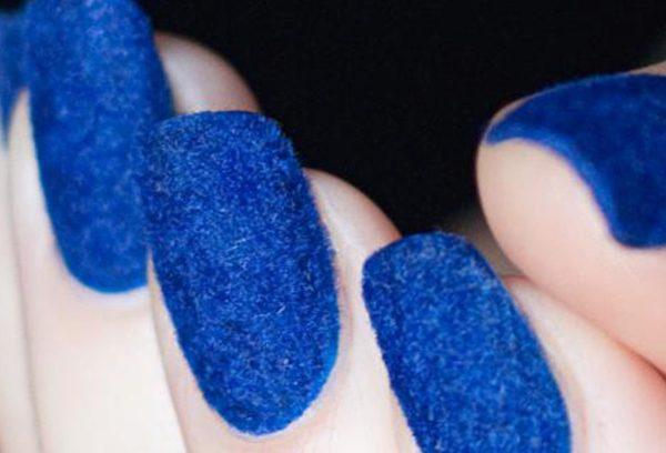 لاک آبی با توجه به رنگ پوست