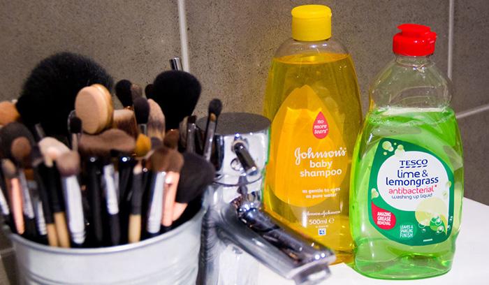 چطور برس آرایشی خود را تمیز کنید؟