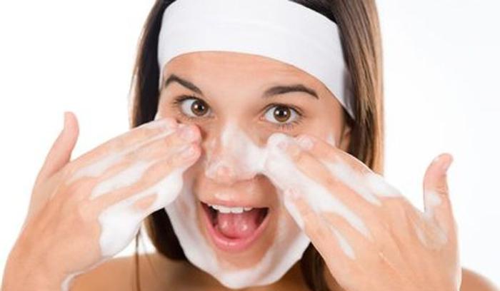 بهترین درمان خانگی جوش سر سفید