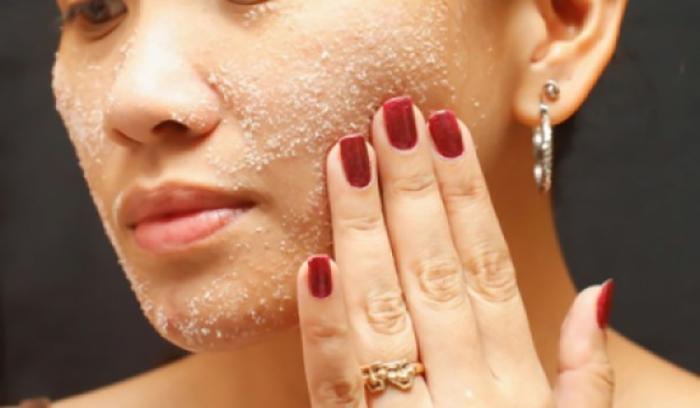 آموزش ماسک و اسکراب خانگی برای لایه برداری پوست