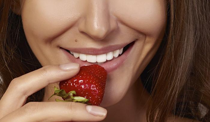 بهترین راه قرمز کردن لب با میوه