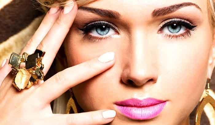 بهترین آرایش چشم آبی با پوست برنزه