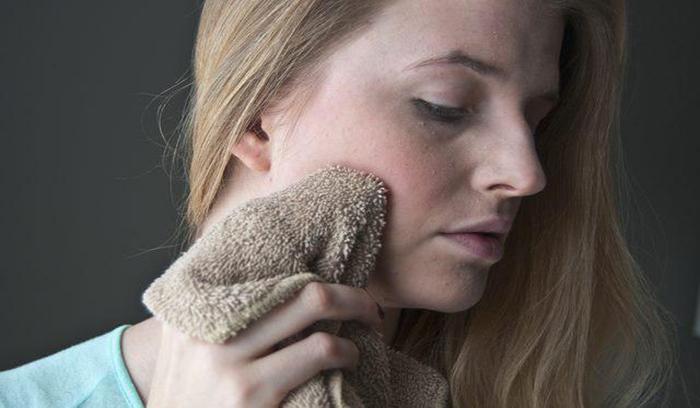 لایه برداری پوست با کمپرس گرم