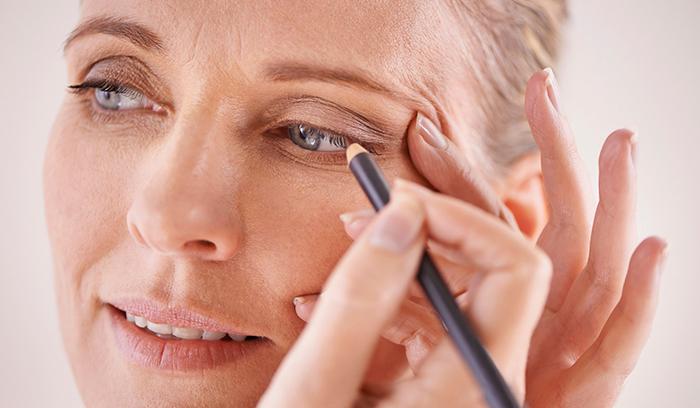 بهترین آرایش چشم خانمهای بالای ۵۰سال