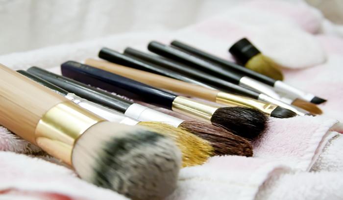 آموزش تمیز کردن قلم های آرایشی
