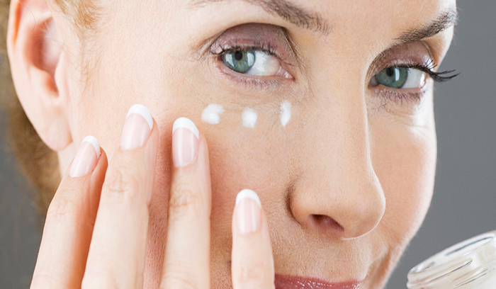 بهترین روش مراقبت از پوست دور چشم