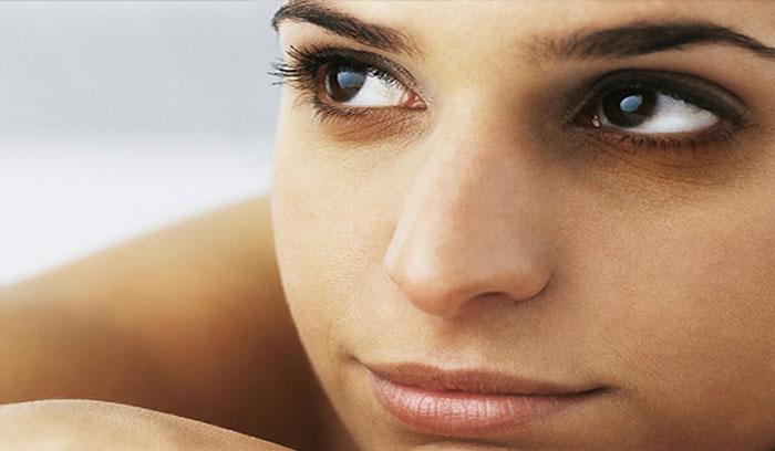 بهترین درمان تیرگی و کبودی زیر چشم با طب سنتی