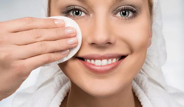 پاک کردن آرایش صورت